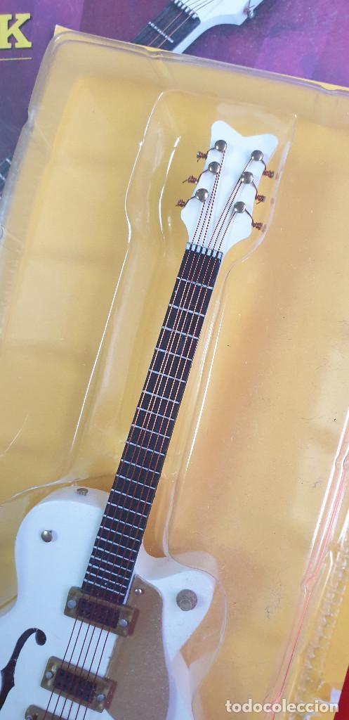 Instrumentos musicales: GUITARRA-COLECCIONISTA-NEIL YOUNG-TAMAÑO-VER FOTOS-COLECCIONABLE-SALVAT-CLASICO-CON FASCICULO - Foto 4 - 219960802