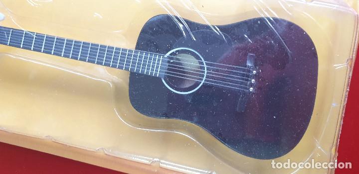 Instrumentos musicales: GUITARRA-COLECCIONISTA-ELVIS PRESLEY-TAMAÑO-VER FOTOS-COLECCIONABLE-SALVAT-CLASICO-CON FASCICULO - Foto 2 - 219961500