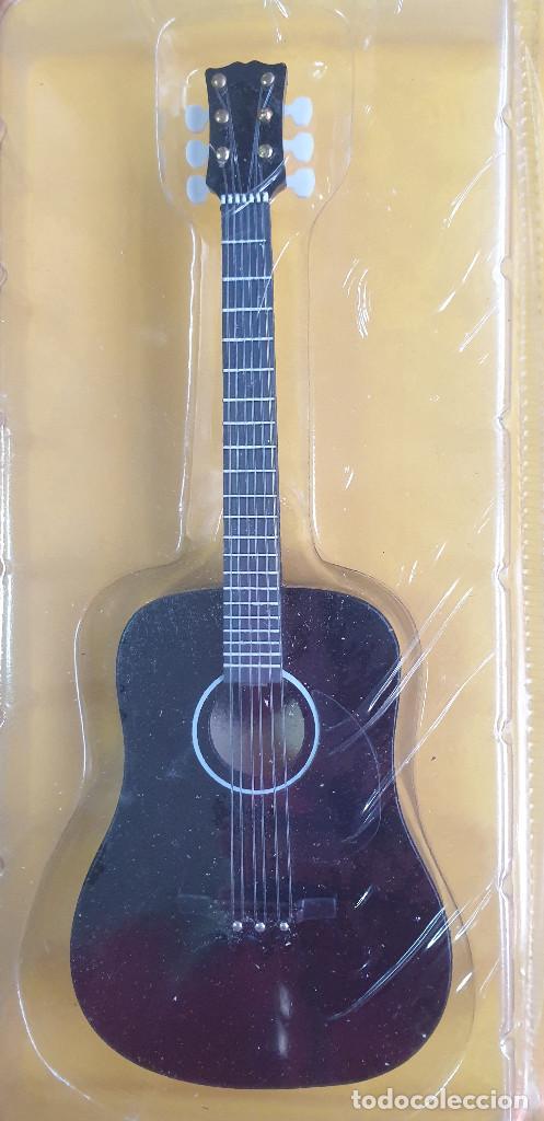 Instrumentos musicales: GUITARRA-COLECCIONISTA-ELVIS PRESLEY-TAMAÑO-VER FOTOS-COLECCIONABLE-SALVAT-CLASICO-CON FASCICULO - Foto 3 - 219961500