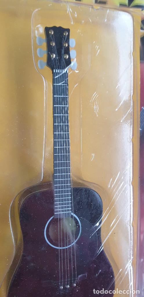 Instrumentos musicales: GUITARRA-COLECCIONISTA-ELVIS PRESLEY-TAMAÑO-VER FOTOS-COLECCIONABLE-SALVAT-CLASICO-CON FASCICULO - Foto 9 - 219961500