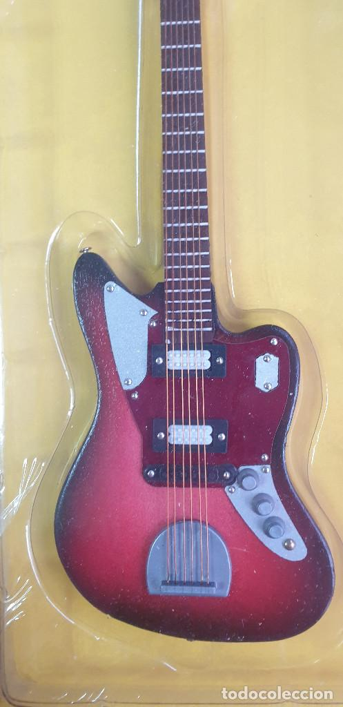Instrumentos musicales: GUITARRA-COLECCIONISTA-KURT COBAIN-TAMAÑO-VER FOTOS-COLECCIONABLE-SALVAT-CLASICO-CON FASCICULO - Foto 3 - 219962707