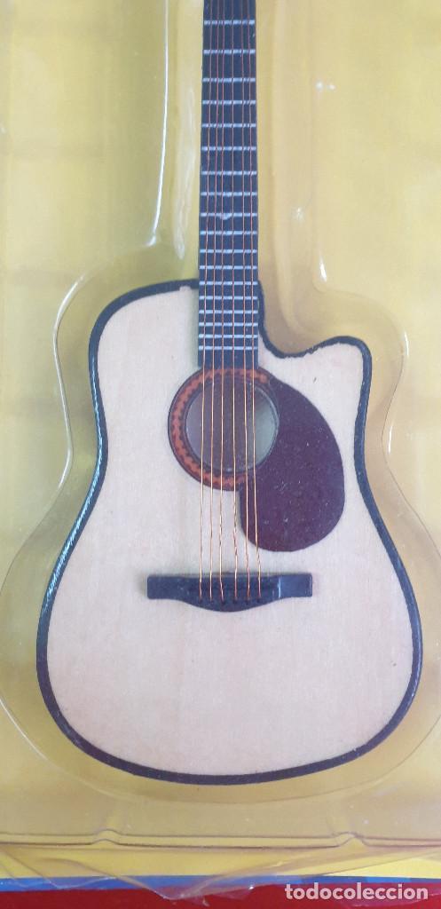 Instrumentos musicales: GUITARRA-COLECCIONISTA-GARTH BROOKS-TAMAÑO-VER FOTOS-COLECCIONABLE-SALVAT-CLASICO-CON FASCICULO - Foto 2 - 219963303