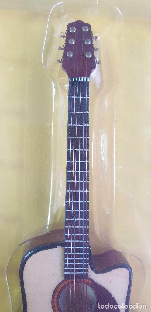 Instrumentos musicales: GUITARRA-COLECCIONISTA-GARTH BROOKS-TAMAÑO-VER FOTOS-COLECCIONABLE-SALVAT-CLASICO-CON FASCICULO - Foto 4 - 219963303