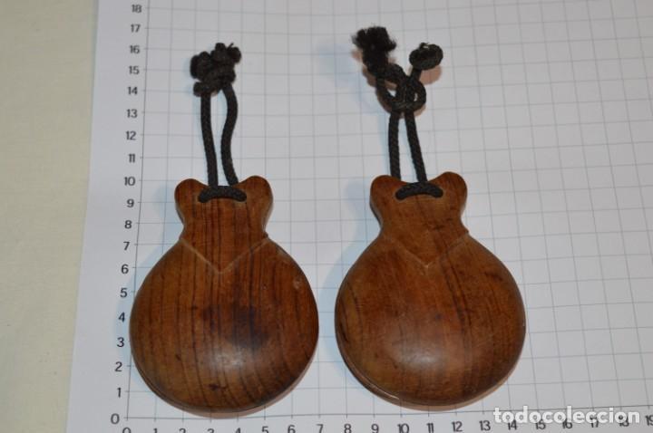 Instrumentos musicales: Muy ANTIGUAS / CASTAÑUELAS de MADERA - Originales / vintage - ¡Mira fotos y detalles! - Foto 2 - 219989850