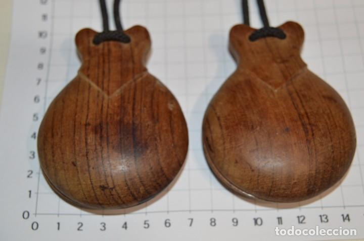 Instrumentos musicales: Muy ANTIGUAS / CASTAÑUELAS de MADERA - Originales / vintage - ¡Mira fotos y detalles! - Foto 3 - 219989850