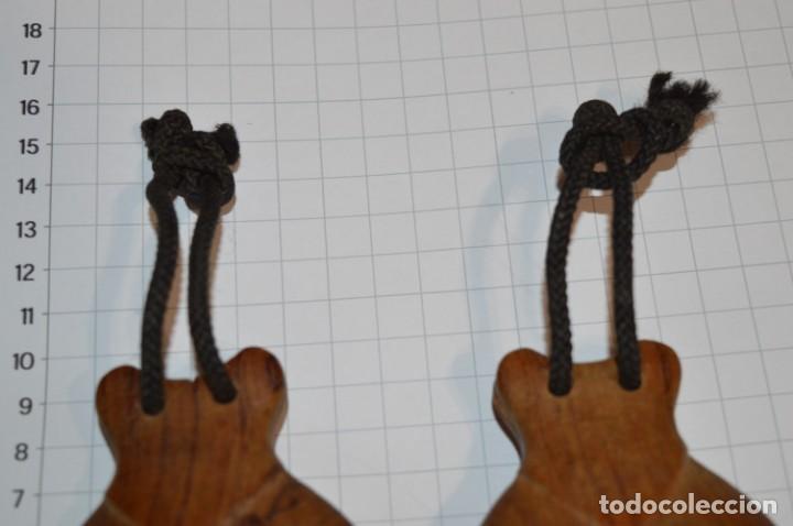 Instrumentos musicales: Muy ANTIGUAS / CASTAÑUELAS de MADERA - Originales / vintage - ¡Mira fotos y detalles! - Foto 6 - 219989850