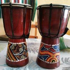 Instrumentos musicales: 2 BONGOS TIMBALES DE MADERA DECORADOS CON DIBUJO PUNTILLISTA REALIZADO A MANO MIDEN 26 Y 25 CM DE A. Lote 220611752