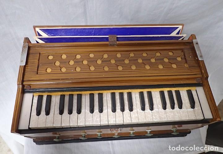 ARMONIO DE VIAJE ANTIGUO -CAJA DE MUSICA (Música - Instrumentos Musicales - Pianos Antiguos)