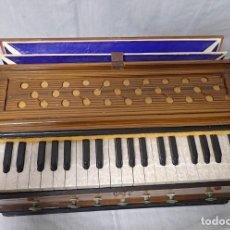 Instrumentos musicales: ARMONIO DE VIAJE ANTIGUO -CAJA DE MUSICA. Lote 221773456