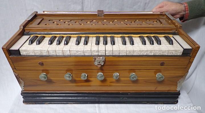 Instrumentos musicales: armonio de viaje antiguo -caja de musica - Foto 2 - 221773456