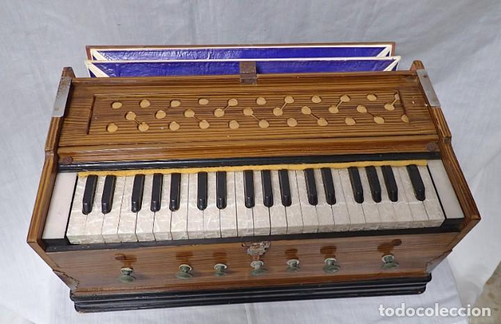 Instrumentos musicales: armonio de viaje antiguo -caja de musica - Foto 3 - 221773456
