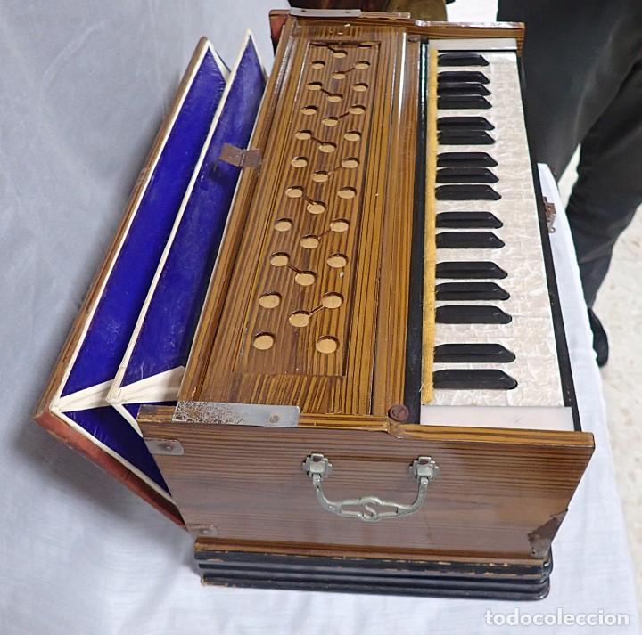 Instrumentos musicales: armonio de viaje antiguo -caja de musica - Foto 4 - 221773456