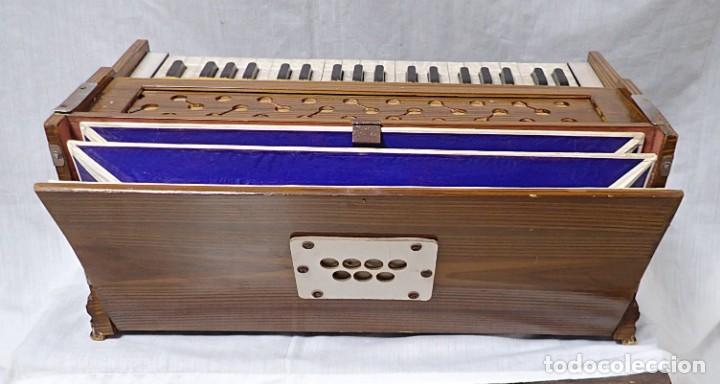 Instrumentos musicales: armonio de viaje antiguo -caja de musica - Foto 6 - 221773456
