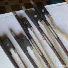 Instrumentos musicales: 5 ARCOS DE VIOLIN MUY ANTIGUOS. Lote 222844985