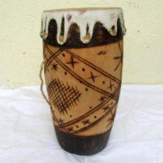 Instrumentos musicales: TAMBOR DE TRONCO DE MADERA VACIADO Y PIEL. Lote 223824461