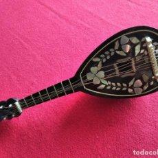 Instrumentos musicales: MANDOLINA CAJA DE MÚSICA CON INSCRUSTACIONES EN NACAR.. Lote 223967266