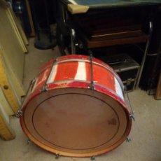 Instrumentos musicales: BOMBO TAMBOR GRANDE DIÁMETRO 53 CM. ALTURA 24 CM. UN PARCHE ROTO. Lote 225075688