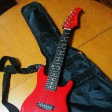 Instrumentos musicales: GUITARRA ELECTRICA INFANTIL (75 CM.). Lote 226865044