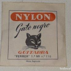 Instrumentos musicales: ANTIGUA CUERDA DE GUITARRA - NYLON - GATO NEGRO - FERRER 1ª MI Nº 110. Lote 227141580