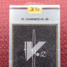 Instrumentos musicales: CAJA 10 CAÑAS VANDOREN CLARINETE V12 3 1/2. Lote 227222675