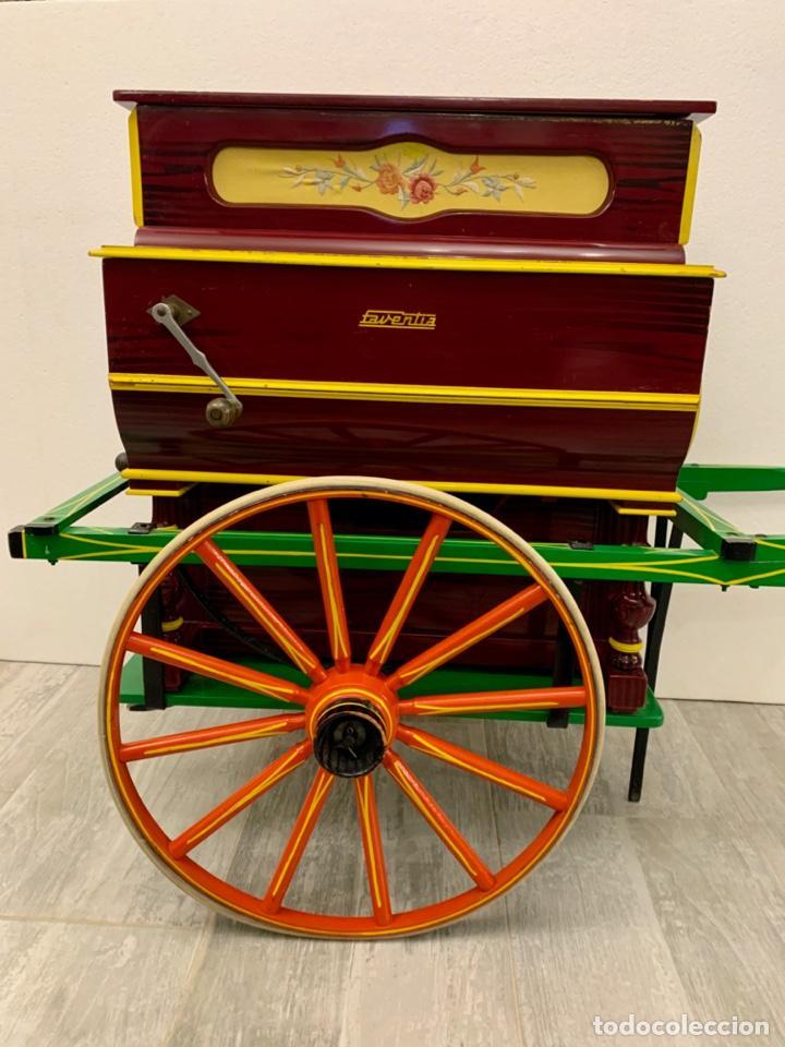 Instrumentos musicales: ORGANILLO DE MANIVELA FAVENTIA DE VICENTE LLINARES CON CARRO - Foto 3 - 227243580