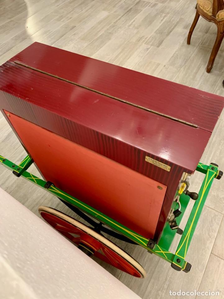 Instrumentos musicales: ORGANILLO DE MANIVELA FAVENTIA DE VICENTE LLINARES CON CARRO - Foto 9 - 227243580