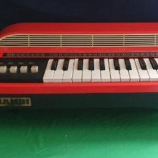 Instrumentos musicales: ANTIGUO PIANO BAMBI MDE IN ITALY .LE FALTA LA TAPA Y NO ESTA PROBADO TAL CUAL COMO SE VE EN FOTOS. Lote 227482270