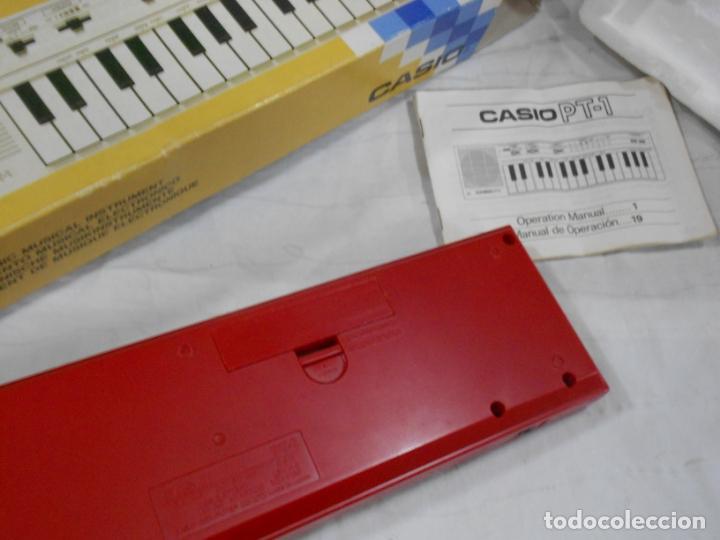 Instrumentos musicales: ANTIGUO ORGANO NUEVO SIN USAR CASIO PT-1 ROJO EN PERFECTO ESTADO CON CORCHOS INSTRUCCIONES Y CAJA - Foto 2 - 230164815