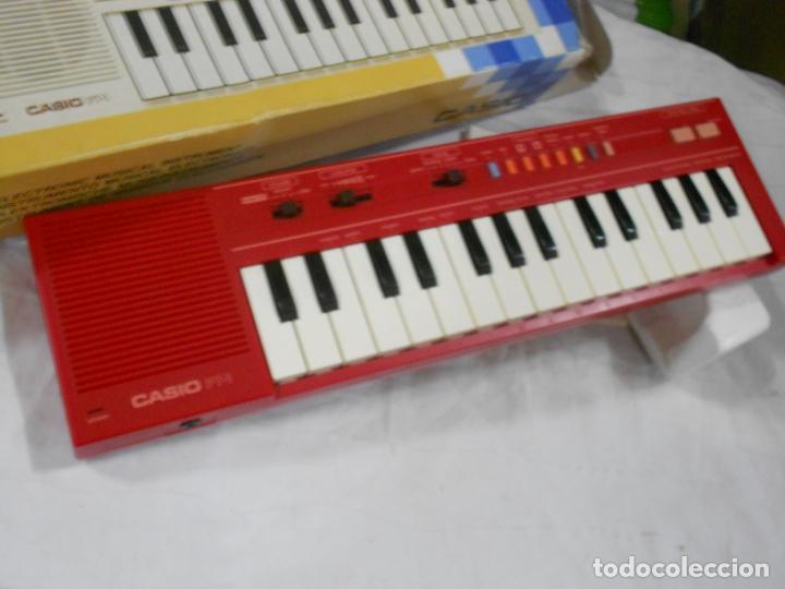 Instrumentos musicales: ANTIGUO ORGANO NUEVO SIN USAR CASIO PT-1 ROJO EN PERFECTO ESTADO CON CORCHOS INSTRUCCIONES Y CAJA - Foto 3 - 230164815