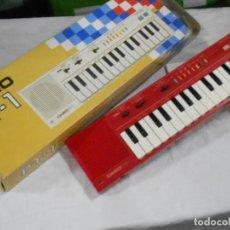 Instrumentos musicales: ANTIGUO ORGANO NUEVO SIN USAR CASIO PT-1 ROJO EN PERFECTO ESTADO CON CORCHOS INSTRUCCIONES Y CAJA. Lote 230164815