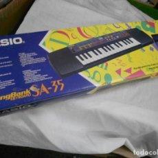 Instrumentos musicales: ANTIGUO ORGANO CASIO SA 35 EN BUEN ESTADO EN SU CAJA GRAN TAMAÑO. Lote 232644975