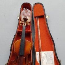 Instrumentos musicales: VIOLÍN. MINIATURA. CON SU FUNDA ORIGINAL.. Lote 233049948