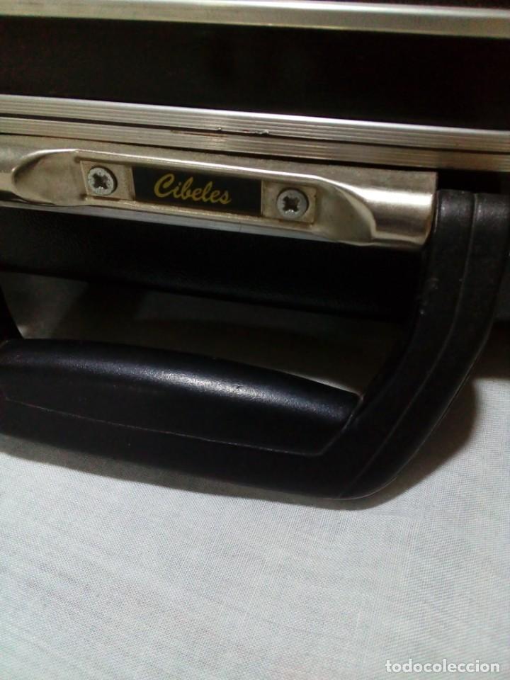 Instrumentos musicales: FUNDA RÍGIDA DE GUITARRA MARCA CIBELES - Foto 3 - 233179570