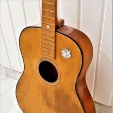 Instruments Musicaux: ANTIGUA GUITARRA SIN CUERDAS - 97.CM LARGO. Lote 234371110