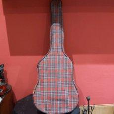 Instrumentos musicales: ANTIGUA GUITARRA RITMO ,MODELO T-2 ESPAÑA . EXCELENTE ESTADO CON SU FUNDA . VER FOTOS. Lote 234803305