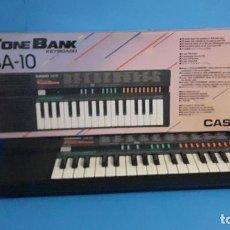 Instrumentos musicales: ORGANO TECLADO CASIO. TONE BANK SA-10. FUNCIONANDO.. Lote 234826510