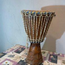 Instrumentos musicales: TAMBOR AFRICANO TALLA DE MADERA BUEN ESTADO. Lote 235072535