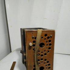 Instrumentos musicales: ACORDEÓN ANTIGUO. Lote 235184880