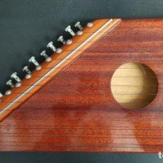 Instrumentos musicales: CÍTARA MUSICAL DE MADERA. LE FALTA UNA CUERDA. Lote 235245535