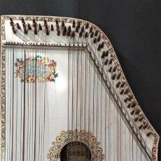 Instrumentos musicales: ANTIGUA. CÍTARA. 48 CM X 35 CM. VIENNA. Lote 236865695