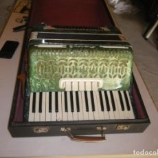 Instruments Musicaux: ACORDEON EN BUEN ESTADO 80 BAJOS + MELODIAS ,REGISTROS , VOCES Y EN SU CAJA , VERR. Lote 237335755