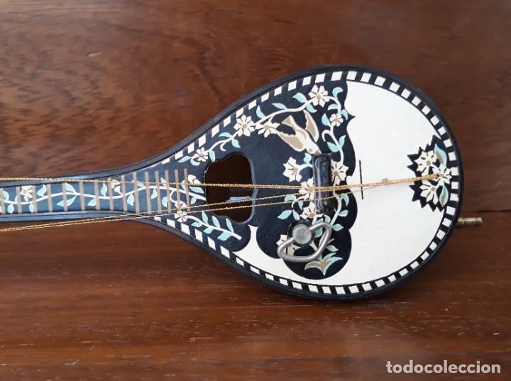 Instrumentos musicales: MANDOLINA MINIATURA CAJA MUSICAL CUERDA FUNCIONA - PINTADA A MANO - IGNORO MATERIAL- PERFECTO ESTADO - Foto 3 - 241011270