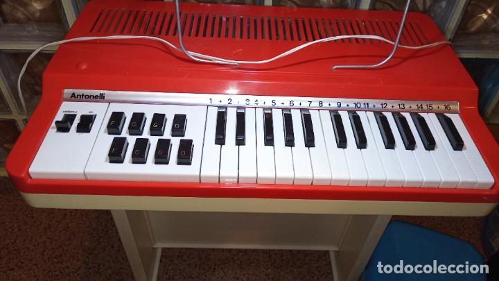 """Instrumentos musicales: Organo 1969 """"Golden Organ Antonelli"""" con teclado Polifónico y Pie desmontable mod 27/8 VSP - Foto 7 - 242908425"""