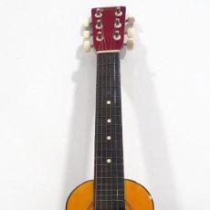 Instrumentos musicales: GUITARRA CON SU FUNDA ORIGINAL. 64 CM LARGO X 20 CM ANCHO X 8,5 CMS FONDO. Lote 243252550