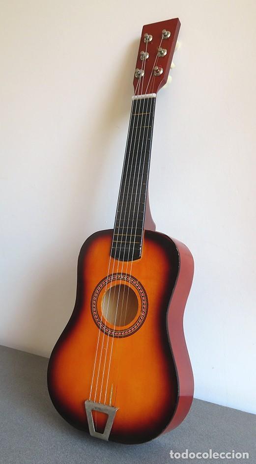 Instrumentos musicales: Guitarra de juguete. Caja y mastil de madera. 59 cm largo x 20 cm ancho. Buen estado - Foto 2 - 243253200