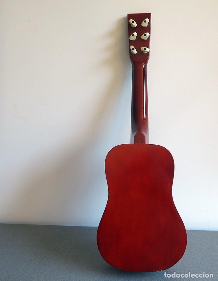 Instrumentos musicales: Guitarra de juguete. Caja y mastil de madera. 59 cm largo x 20 cm ancho. Buen estado - Foto 5 - 243253200