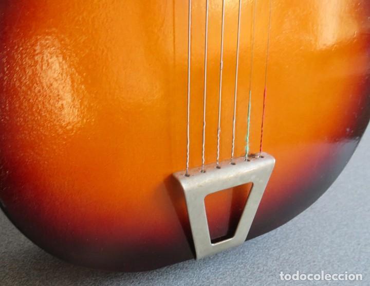 Instrumentos musicales: Guitarra de juguete. Caja y mastil de madera. 59 cm largo x 20 cm ancho. Buen estado - Foto 9 - 243253200