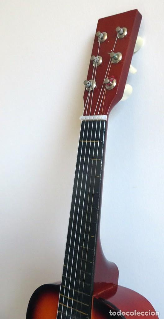 Instrumentos musicales: Guitarra de juguete. Caja y mastil de madera. 59 cm largo x 20 cm ancho. Buen estado - Foto 10 - 243253200