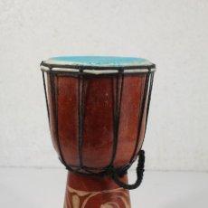 Instrumentos musicales: MADERA TAMBOR DJEMBE, TALLADO DE ÁFRICA'. Lote 244961960