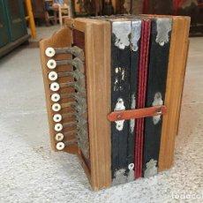 Instrumentos musicales: ACORDEÓN ANTIGUO PEQUEÑO DE MADERA. MEDIDA 24 X 21 12 CM. Lote 245001500